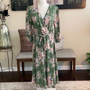 Lilly Black  Flower Patterned Maxi dress L